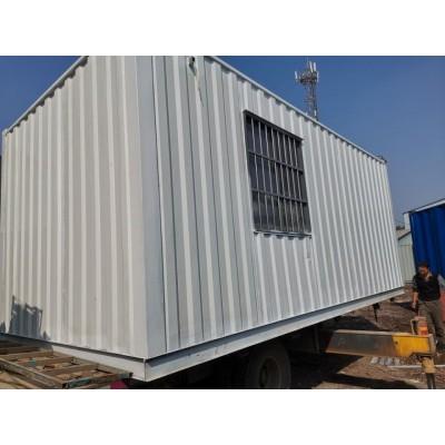 济南出售工地住人集装箱办公室带空调上门安装   出售集装箱活动房